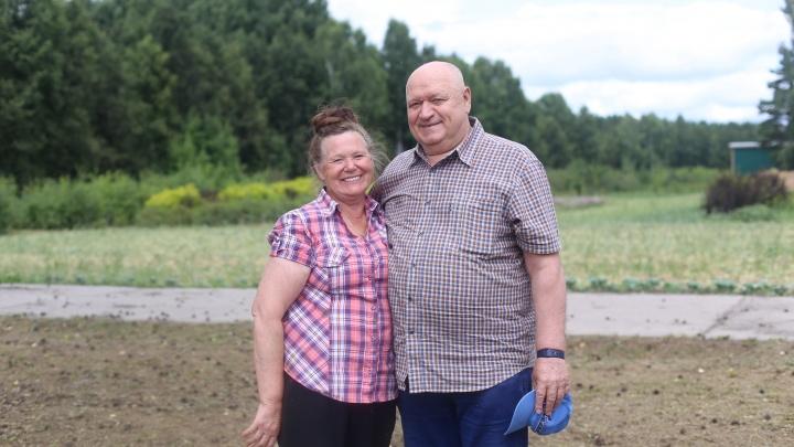 Как супруги-агрономы создали необычный сад, где растут сибирские сорта киви и винограда