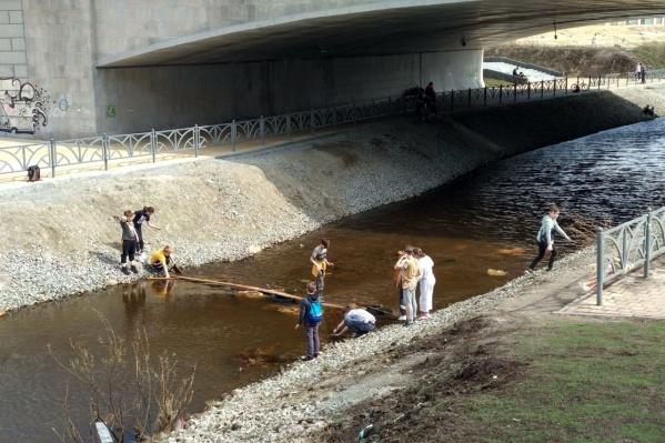 Через речку Патрушиху обещали построить новый мост