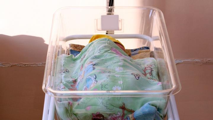 За год в Омской области вне брака родился каждый пятый младенец