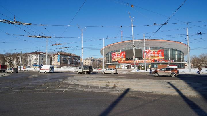 Пермские активисты подсчитали, сколько человек ежедневно перебегают дорогу у цирка на красный