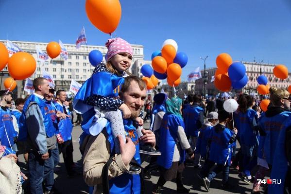 В Москве рост заболеваемости коронавирусом. В связи с этим в Челябинске отменяют первомайские шествия второй год подряд