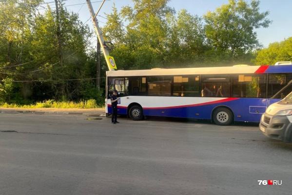 В Ярославле автобус с пассажирами врезался в столб