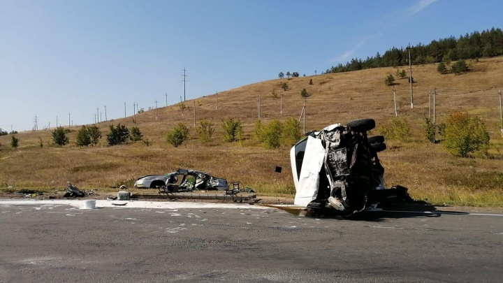 От машины остался один каркас: в Самарской области на трассе М-5 погиб ребенок