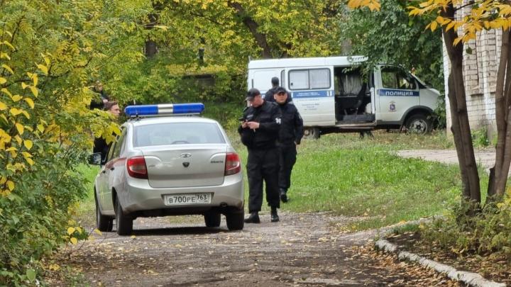 «Оцеплено, взрывотехники что-то ищут»: на улице Вольской эвакуировали школу