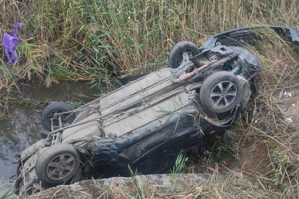 В аварии пострадали водитель и пассажир иномарки