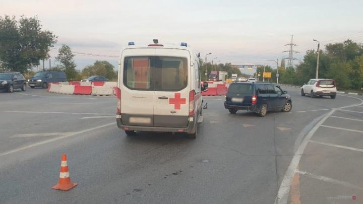 В Волжском в аварии пострадала фельдшер скорой помощи