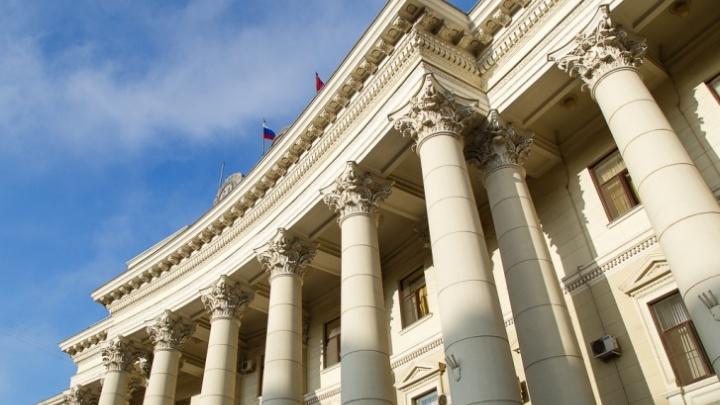 В Волгограде депутаты запретили самим себе платить за жён из бюджета области