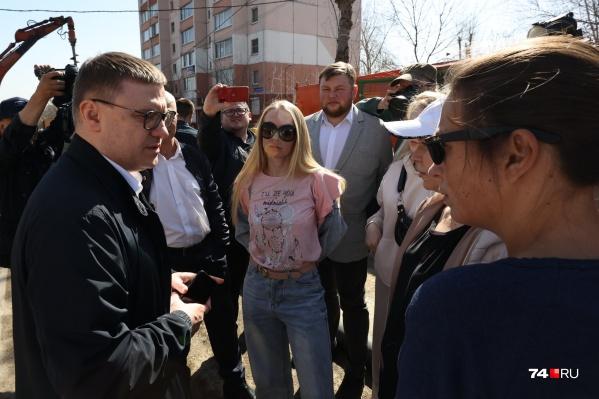 """Живущие в доме на <nobr class=""""_"""">Куйбышева, 7</nobr> женщины после разговора с Алексеем Текслером сказали, что «дают отмашку своим, чтобы они возвращались»"""