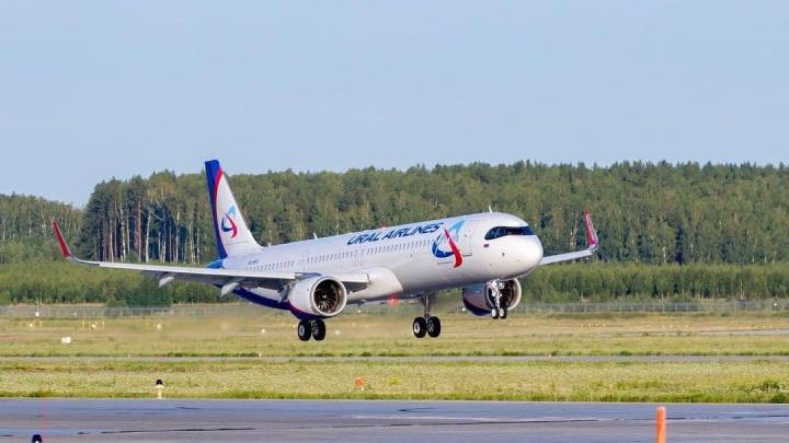 Новенький самолет «Уральских авиалиний» не может вылететь из Кольцово из-за проблем с документами