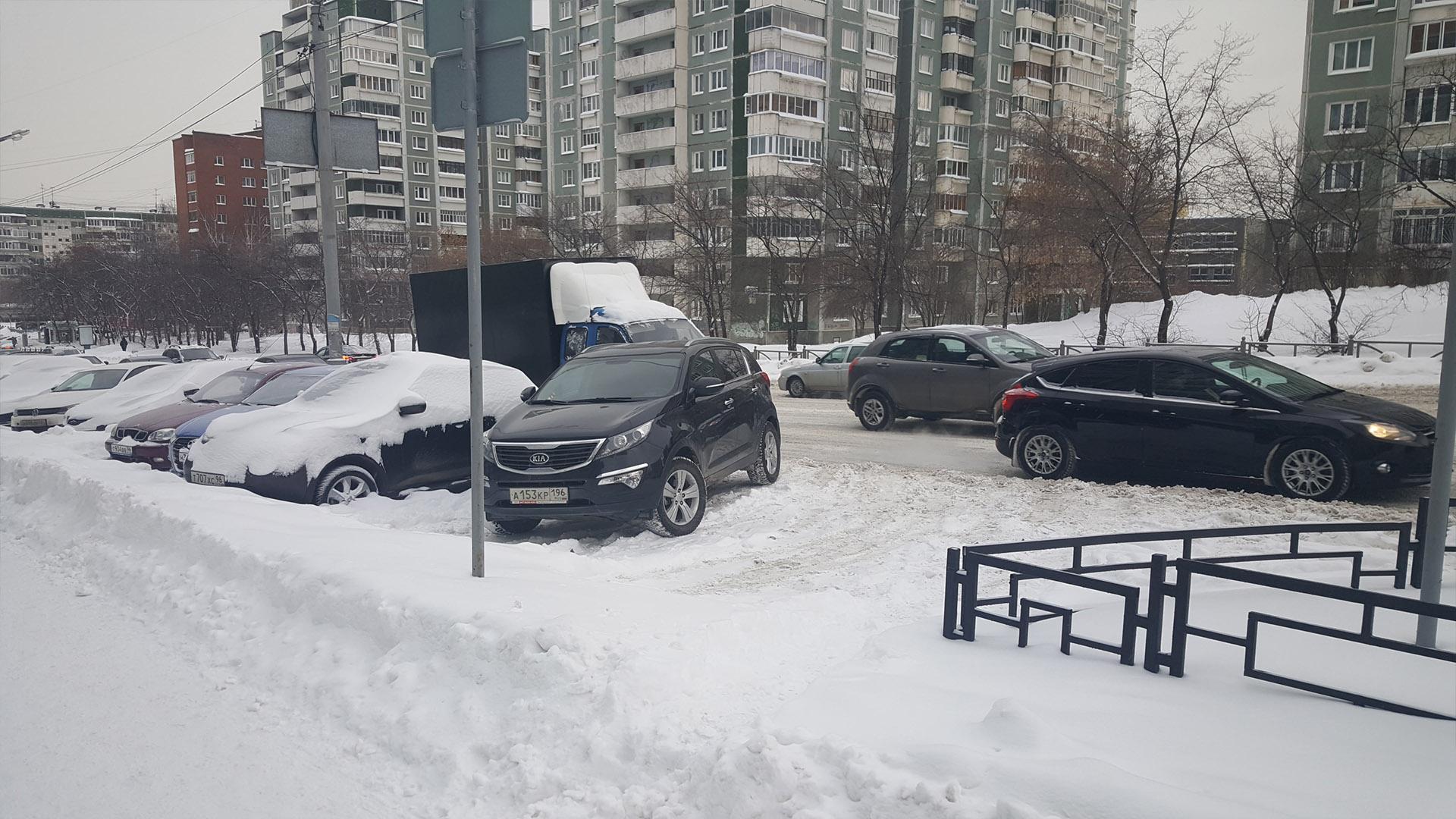 Парковочные карманы не очищаются от снега
