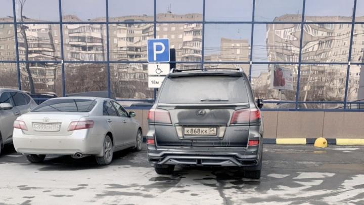 Гении парковки. Что за «инвалид» на «Лексусе» ККК и как ведут себя владельцы «Камри»