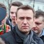 Навальный вылетел в Россию. Во Внуково его ждут автозаки и фанаты Бузовой