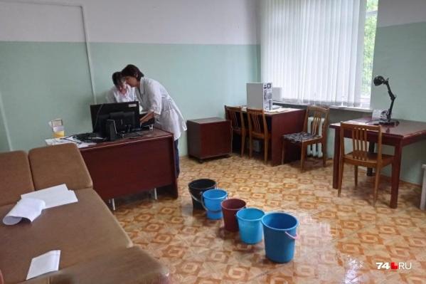 Прошедшие дожди активировали в больнице режим ЧС