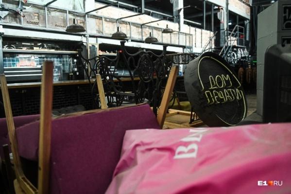 На месте «Дома печати», который много лет собирал екатерингбуржцев на вечеринки, открылся новый бар