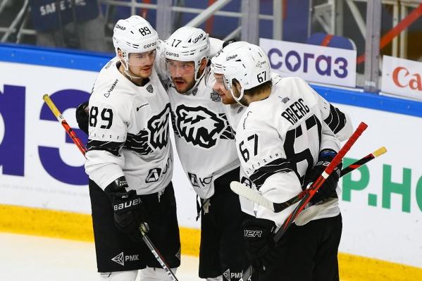 Хоккеисты «Трактора» забросили три шайбы в ворота соперников