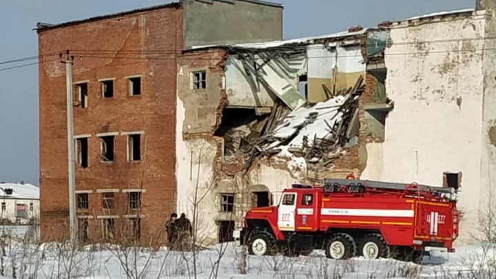 В поселке на Урале обрушилась кровля котельной. Под завалами нашли погибшего