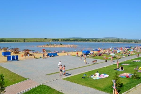 Спасатели сообщили об открытии пляжа на озере Семирадском в Емельяновском районе