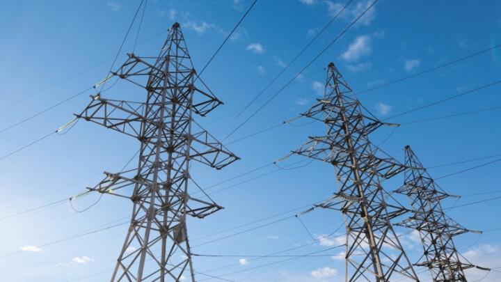 Плавучий кран оборвал провода и оставил без электричества 7,5 тысячи жителей