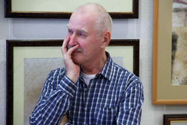 Михаил Павлюкевич на вернисаже, 2012 год