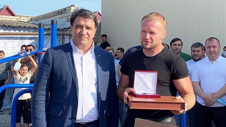 Омский боец Шлеменко стал почетным гражданином района в Дагестане