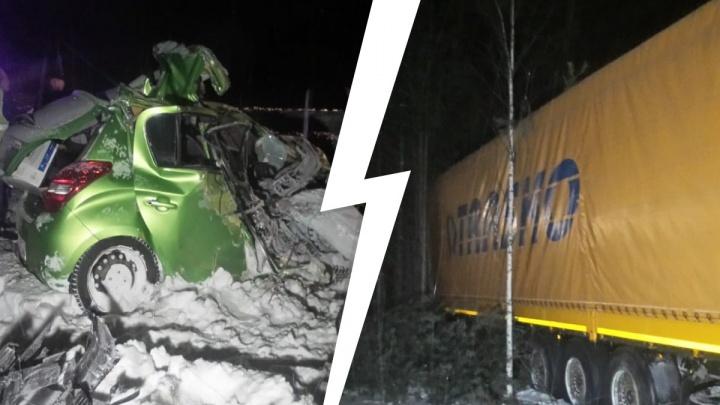 «Легковушка влетела прямо в грузовик»: на ЕКАД произошло смертельное ДТП