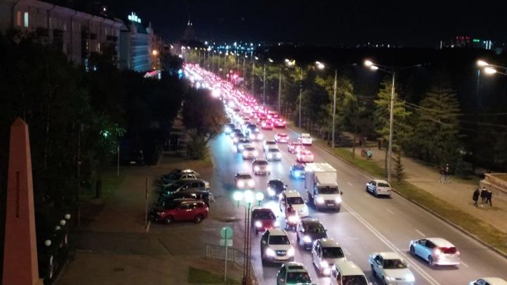 «Дрон-дон-дон»: центр Красноярска встал в вечернюю пробку в воскресенье из-за шоу дронов