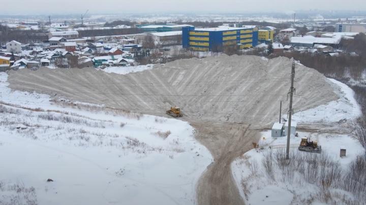 Горы у жилого массива: куда вывозят снег в Самаре