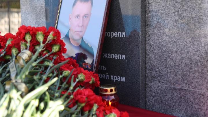 В день похорон министра Зиничева в Красноярске возложили цветы в его память