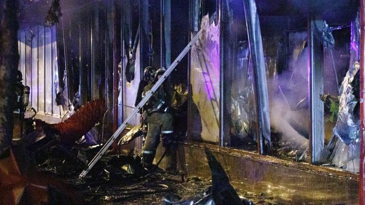 Крупный пожар в супермаркете «Кооператор Дона»: показываем 25 кадров последствий