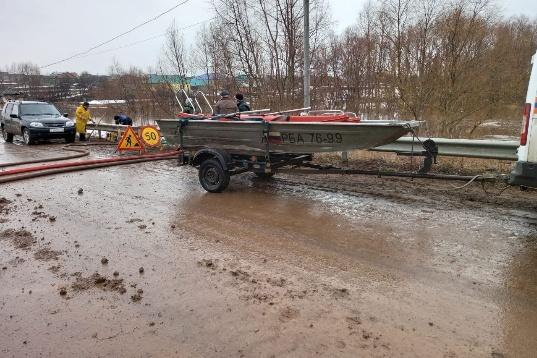 Спасатели рекомендует избегать наводненных участков. По их словам, вода там продолжает стоять