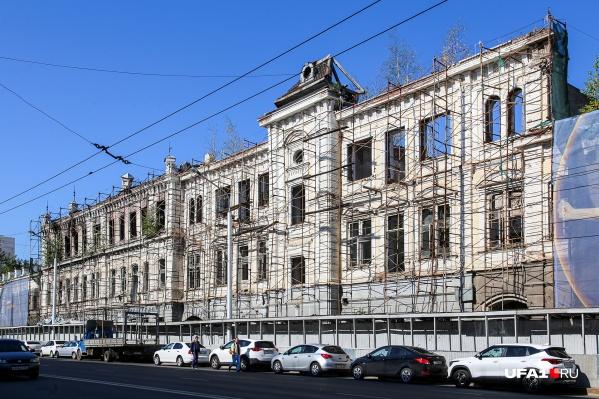 Дом был построен в начале XX века и с тех пор пережил непростые времена