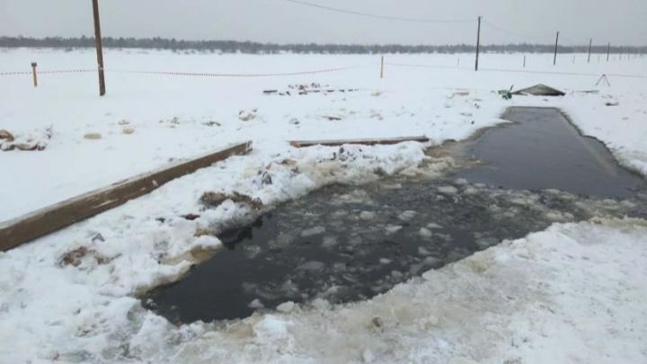 Затонувший на переправе в Котласском районе КАМАЗ оставят подо льдом до весны