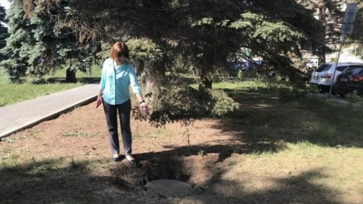 Челябинка потребовала с администрации района 600 тысяч за падение ее трехлетнего сына в колодец