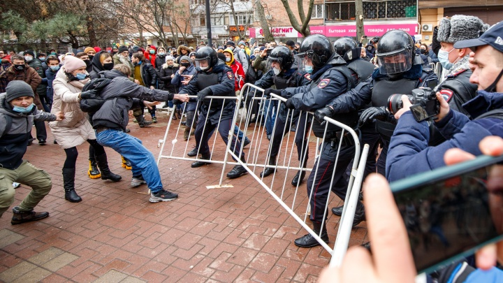 Ростов вышел из себя. Как акция сторонников Навального переросла в массовые гулянья