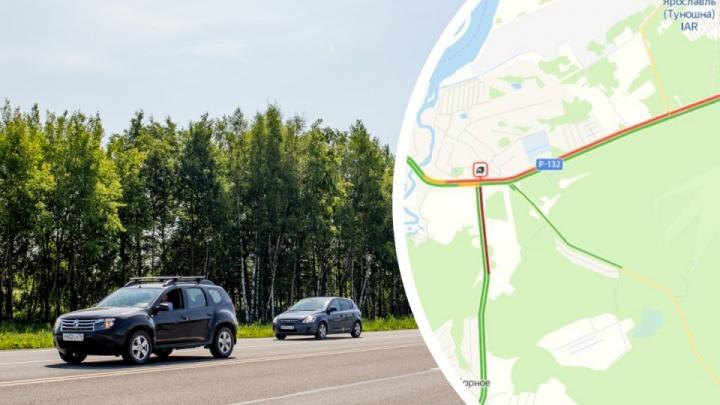 «Увеличено время горения зеленого»: дорожники ответили на жалобы о вечной воскресной пробке под Ярославлем