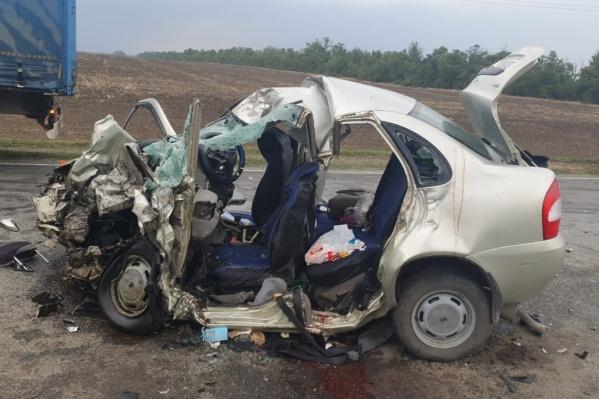 В ВАЗе разбились пять человек — семья и их соседка