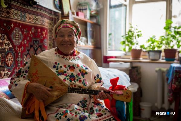 Зоя Григорьевна любит помогать людям и дарить им радость своим творчеством