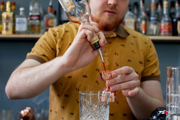 Антон считает, что искусство быть барменом заключается не только в смешивании коктейлей, но и в умении общаться с гостем