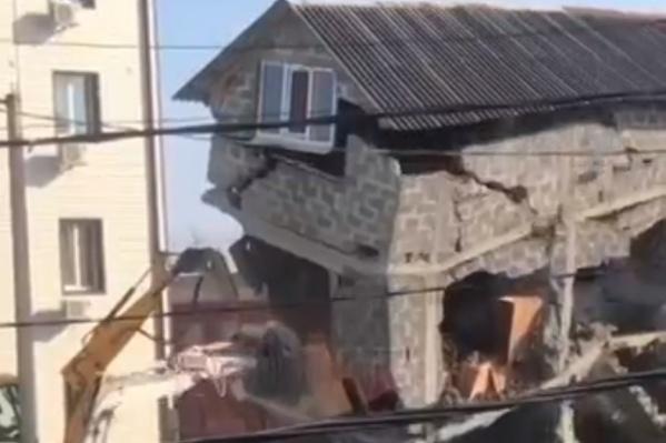 На улице Просвещения было построено больше десяти незаконных зданий