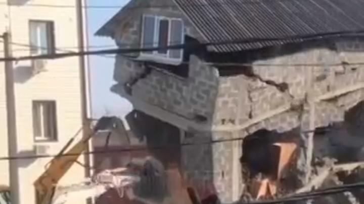 В Адлере за один час снесли дом, из-за которого местный житель расстрелял двоих приставов