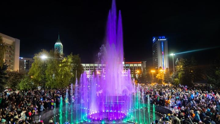 Сезон фонтанов в Красноярске завершился ярким светомузыкальным шоу
