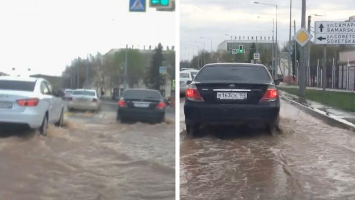Потоп на Ново-Садовой: в районе строительства развязки прорвало трубу с водой