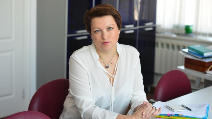 Хватит ли на всех вакцины и зачем в Екатеринбурге объединяют школы? Отвечает вице-мэр