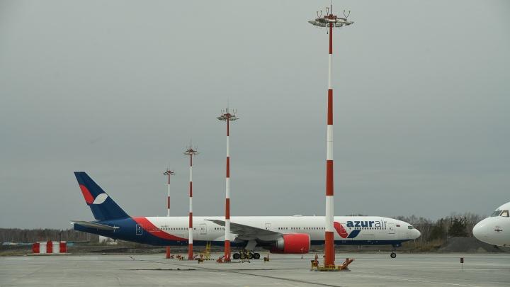 """«Мы """"провалились"""" и начали падать»: в Краснодаре экстренно сел самолет, в который попала молния"""