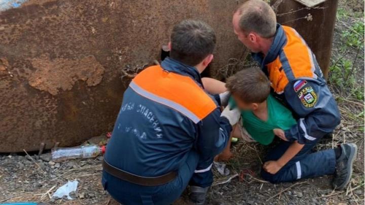 В Уфе нашелся 11-летний мальчик, которого искали с прошлой ночи. Он застрял в заброшенной цистерне