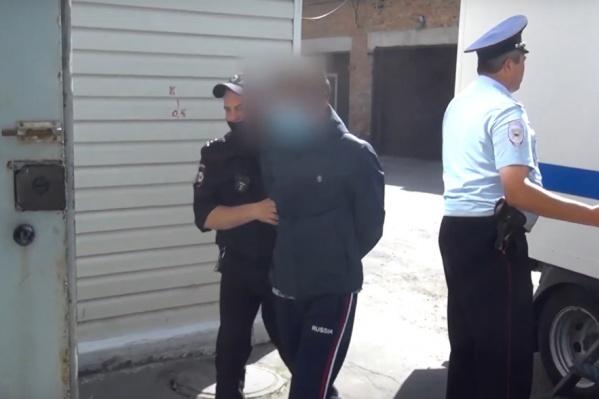 Молодого человека обвинили в четырех преступлениях