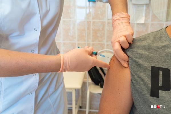 Среди медиков и социальных работников, подлежащих вакцинации, привилось большинство