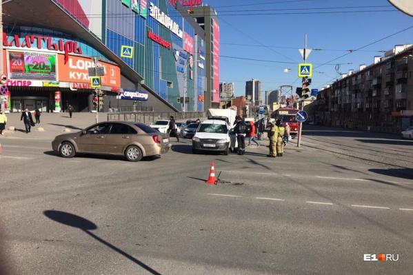 Авария случилась у торгового центра