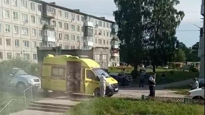 Военный устроил стрельбу из окна жилого дома под Ачинском в поселке Каменка