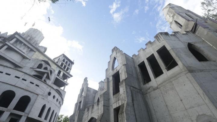 Мэрия Краснодара за 130 млн рублей выкупила недостроенный замок на Затоне